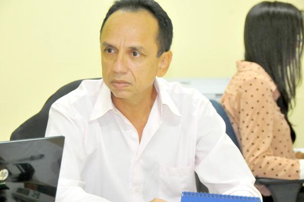 Juiz Carlos Roberto Gomes de Oliveira Paula.