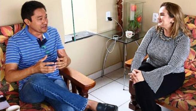 Otsuka com Maura Jorge em conversa no município de Grajaú
