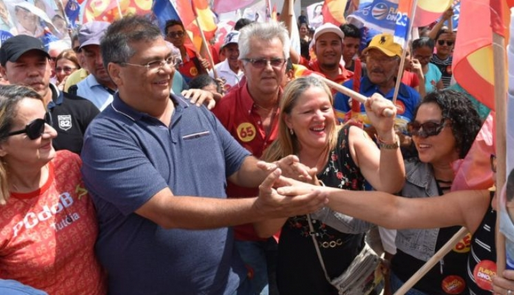 Flávio Dino, que votou na manhã de ontem, garantiu a reeleição ao governo do Maranhão com 59% dos votos